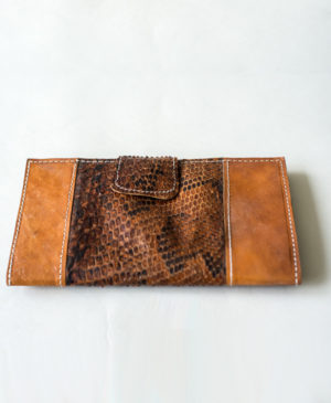 handcrafted-luxury-made-in-africa-robin-sirleaf-leather-cape-wallet-2